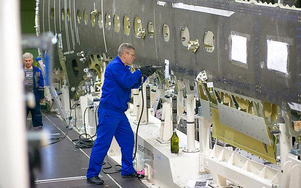 Авиационная промышленность России в 2016 году произвела 142 самолета и 188 вертолетов