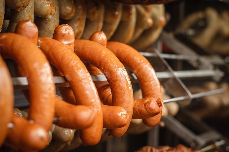 Докторская, любительская и сервелат: кто придумал колбасу