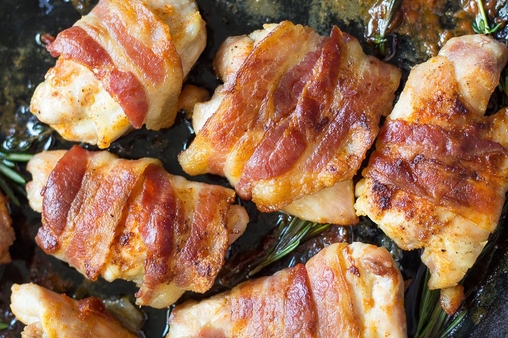 Курица в духовке с беконом: рецепты