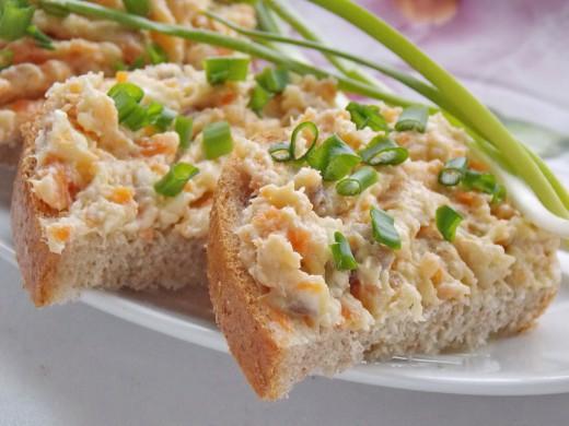 Оригинальная, бюджетная, простая в приготовлении и очень аппетитная закуска –  паштет… из селёдки!