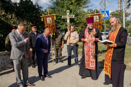"""""""Чтобы не погибали люди"""": Уполномоченные феодосийского духовенства освятили аварийно-опасные перекрестки города"""