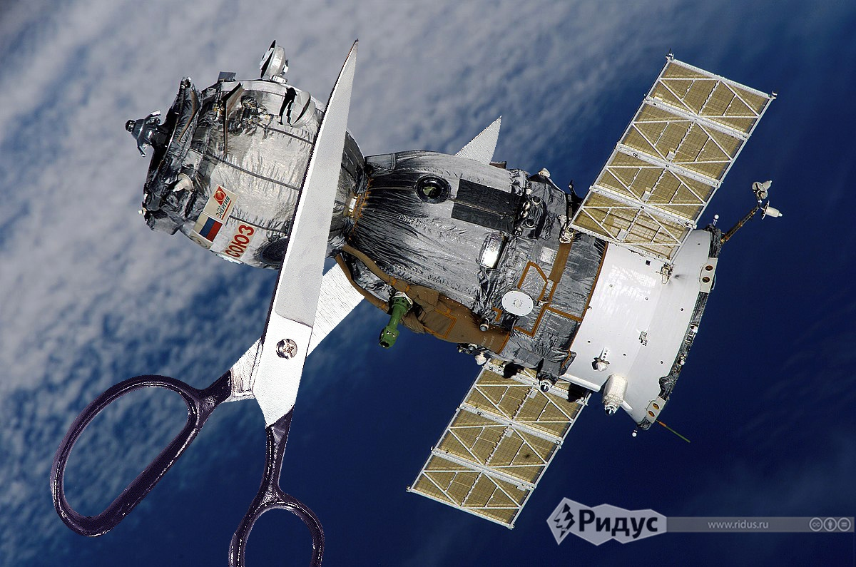 Российские космонавты вскроют «Союз» ножом и ножницами