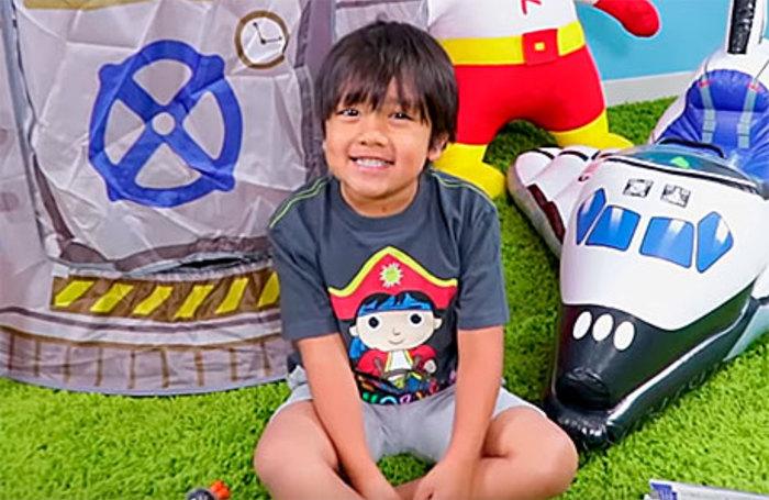 Золотые игрушки: семилетний мальчик заработал на YouTube $22 млн