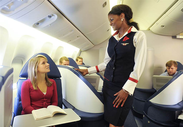 В самолете женщина отказалась сидеть рядом с чернокожим мужчиной...