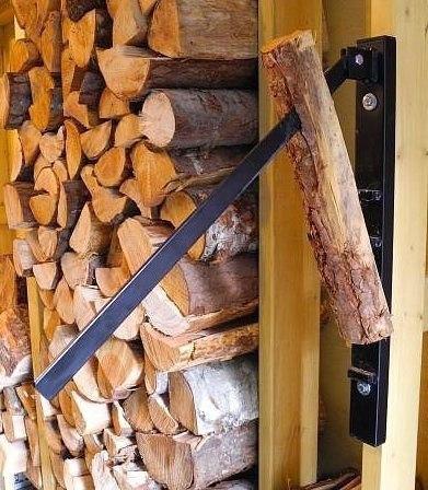 Оригинальное приспособление для нарезки дров