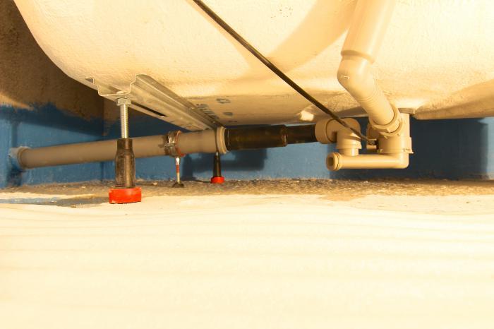 Вариант расположения трубопровода в санузле