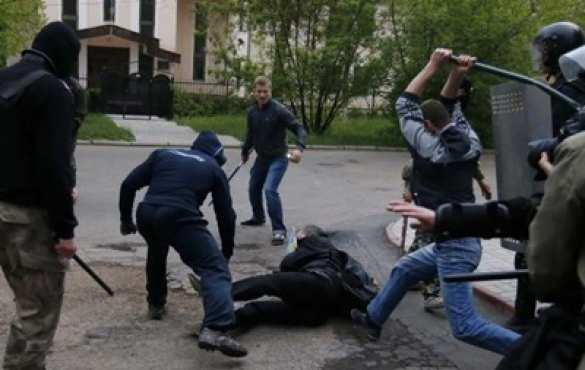 Всё как вЕвропе: воЛьвове подростки избили кастетами студентов, которые незаплатили «дань»
