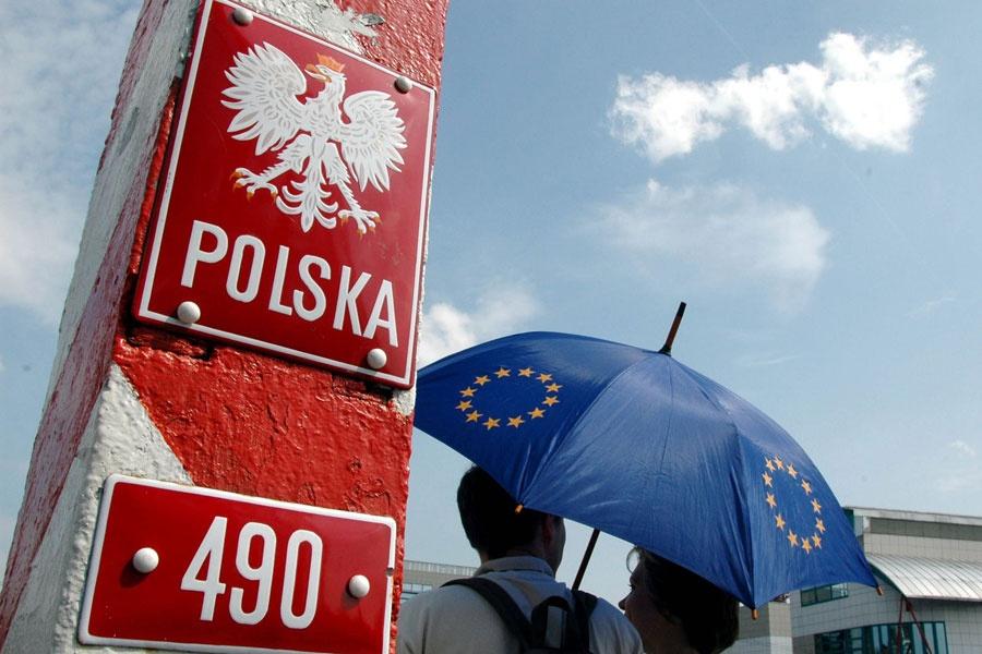 Политолог: Польша может первой ввести ограничение на безвизовый режим с Украиной