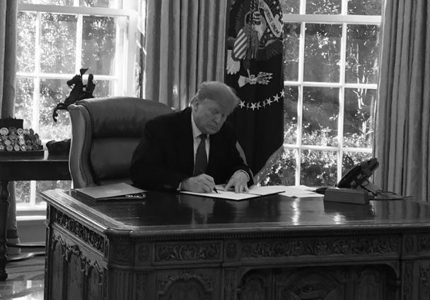 Президент США подписал документ о введении чрезвычайного положения