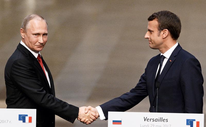 Макрон признал право Путина на «возрождение великой России»
