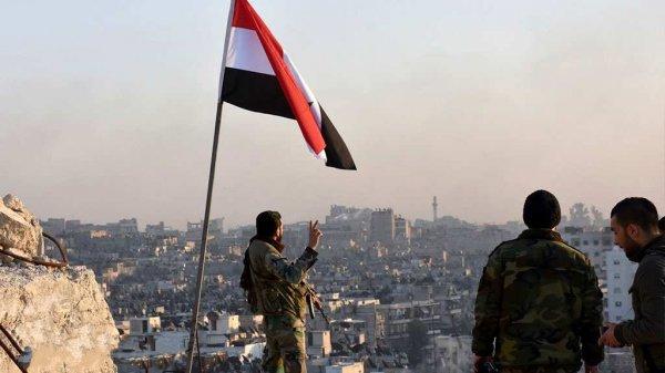 Армия Сирии добила террористов в пригороде Дамаска, водрузив флаги САР на высотах
