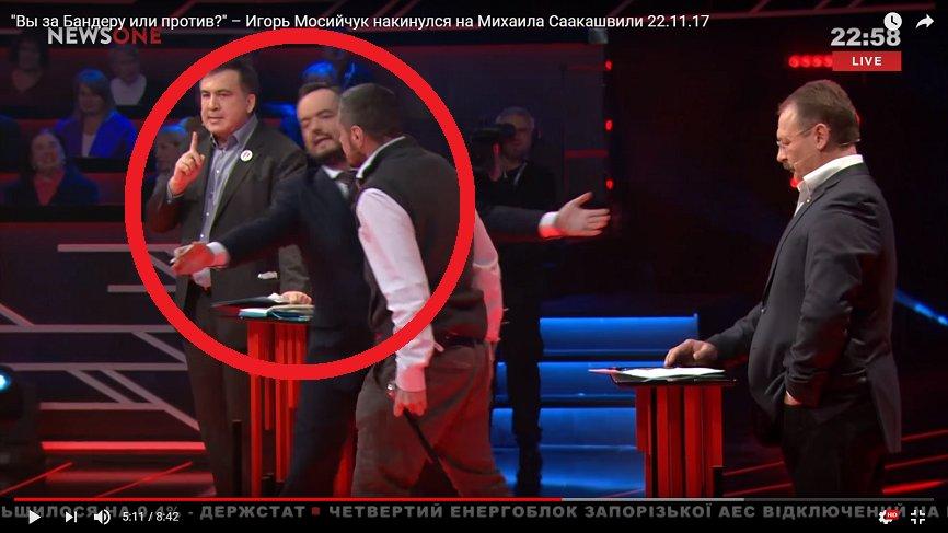 «Жареных детей тоже ел»: Саакашвили чуть не избили костылем в прямом эфире