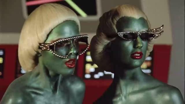 Gucci выпустил рекламу зимней коллекции одежды в стилистике фильмов Sci-Fi