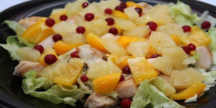 Самый вкусный салат с ананасами – классические и слоями рецепты с фото