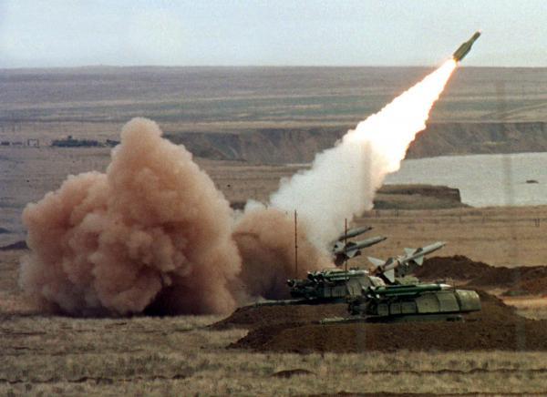 В ответ на украинские учения с «Бук-М1» Россия приведет в повышенную готовность ПВО