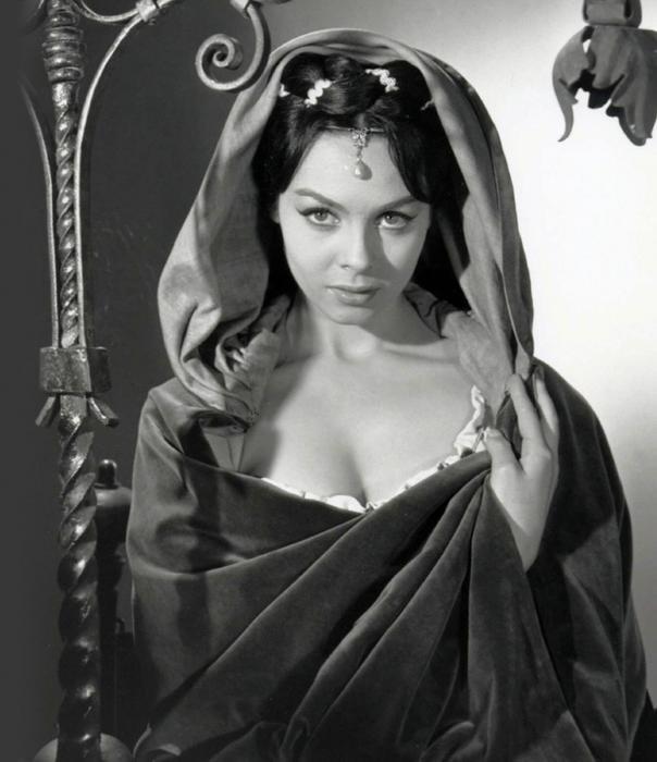 Мишель Мерсье в роли  Дианы Д'Альв, фильм  Ночи Лукреции Борджиа (1959).