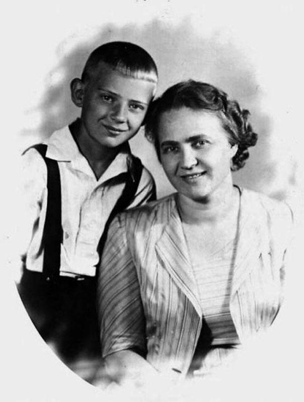 1022 Мария Визбор с сыном Юрой.jpg
