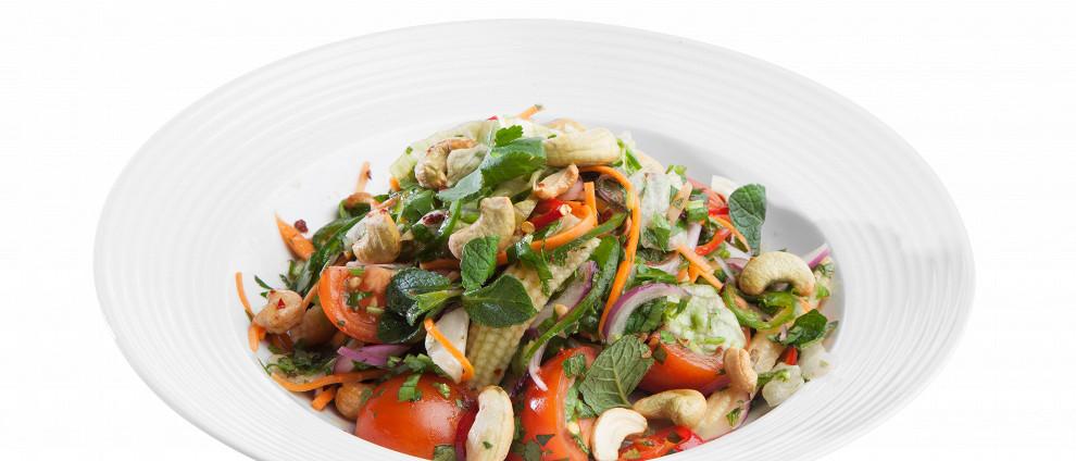 Рецепты без мяса. Острый салат с кукурузой и айсбергом