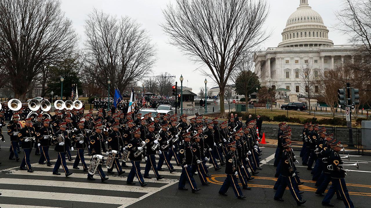 Трамп хочет военные парады