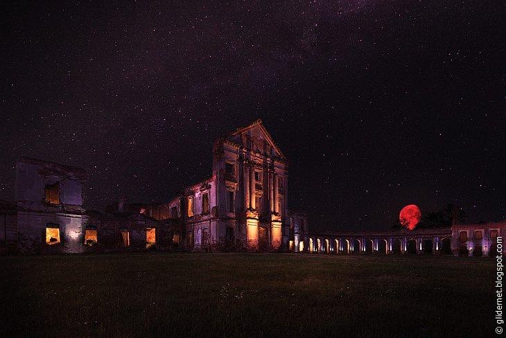 Атмосферные съемки заброшенных зданий ночью