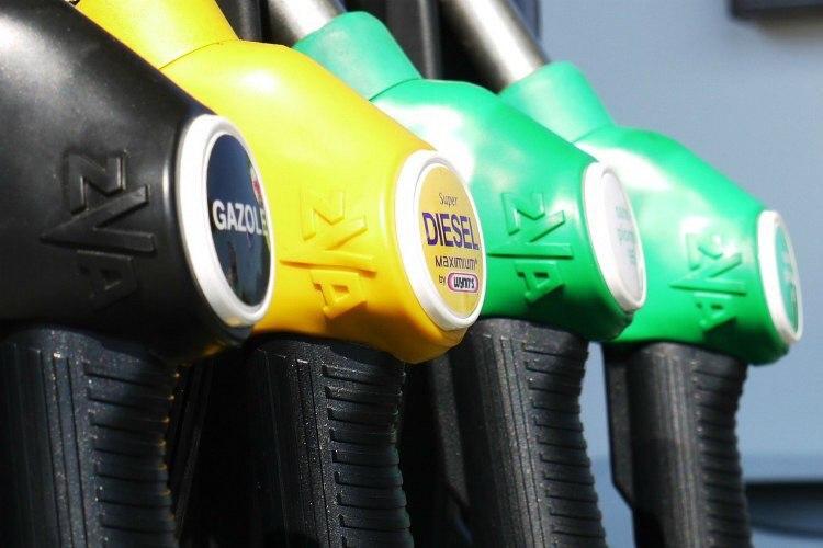 Самый дешевый бензин - в Чечне и...
