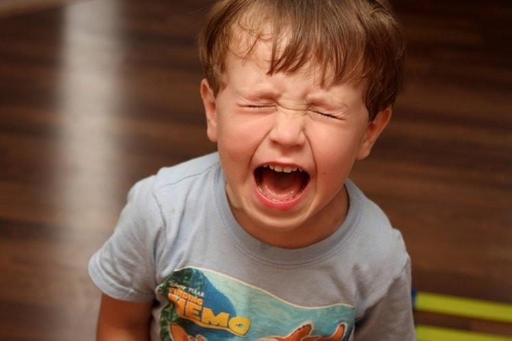 Капризный внук устроил истерику в магазине. Вот как отреагировал его дедушка
