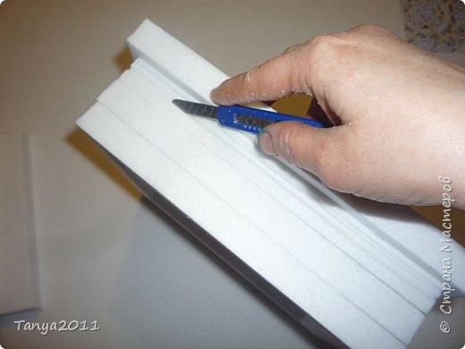 Добрый день, мастерицы! Я сегодня спешила сделать МК шкатулки-книги. Итак, нам необходимо: пеноплекс толщиной 2 см - 2/3 листа, нож канцелярский , наждачка, клеевой пистолет, краска гуашь, акриловый лак, распечатка, контур по керамике белый. фото 9