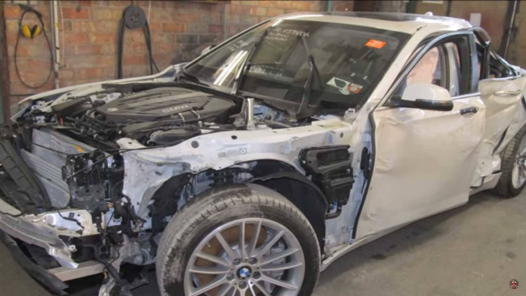 Не бита, не крашена: чудесное восстановление разбитой BMW 7 (видео)