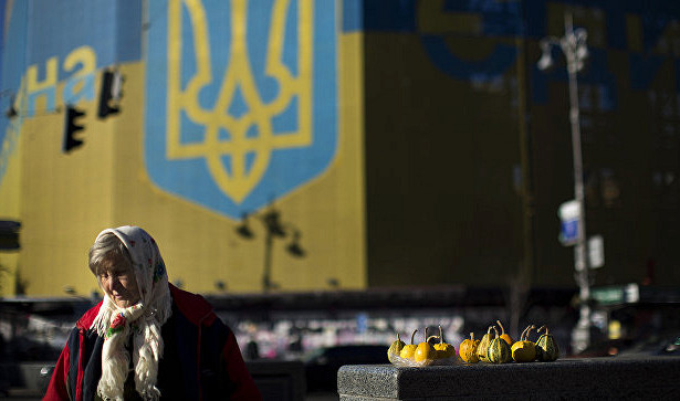 Украина за год выплатила МВФ больше денег, чем получила