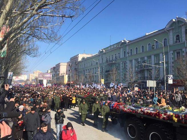 Киев - ты уже проиграл!При температуре -15 и под грохот взрывающихся на окраинах вражеских снарядов. Идут. И их ничего не остановит...
