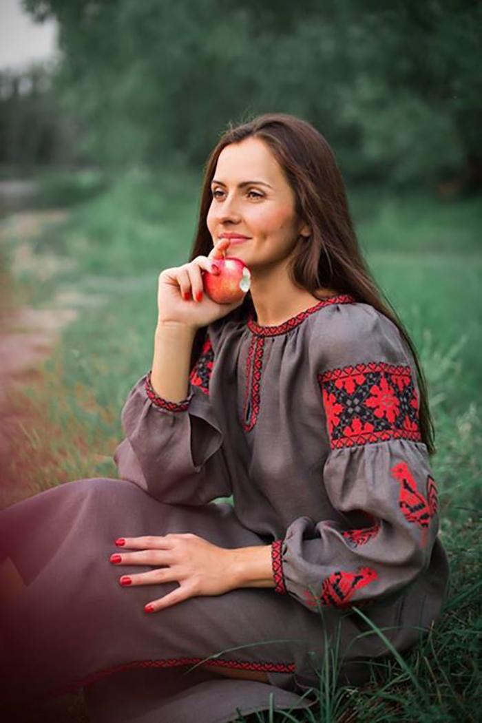 Подборка красивых платьев с традиционной вышивкой