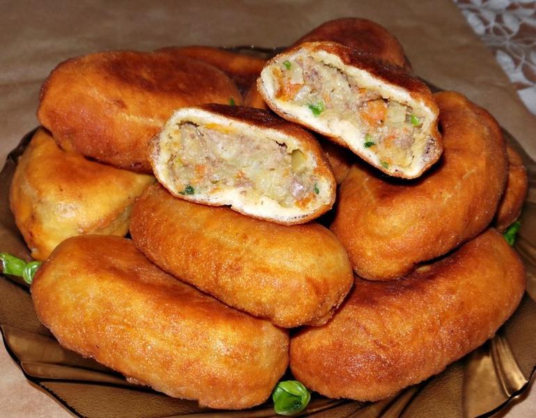 Жареные пирожки с куриной печенью и картофелем