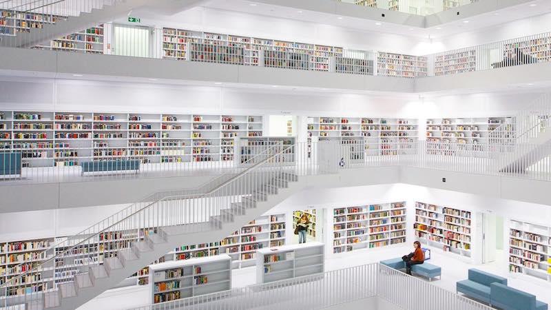 Круче, чем в Хогвартсе: швейцарский библиотекарь снимает самые красивые библиотеки мира