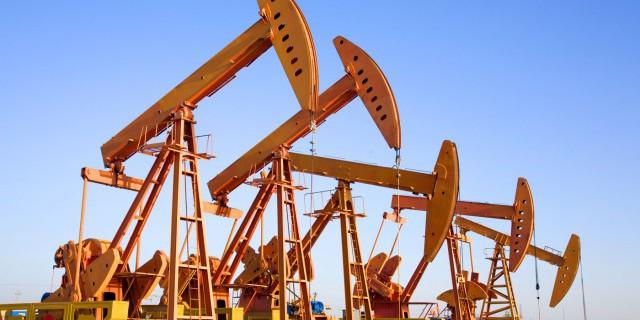 Цены на нефть снижаются, отыгрывая рост числа буровых установок в США