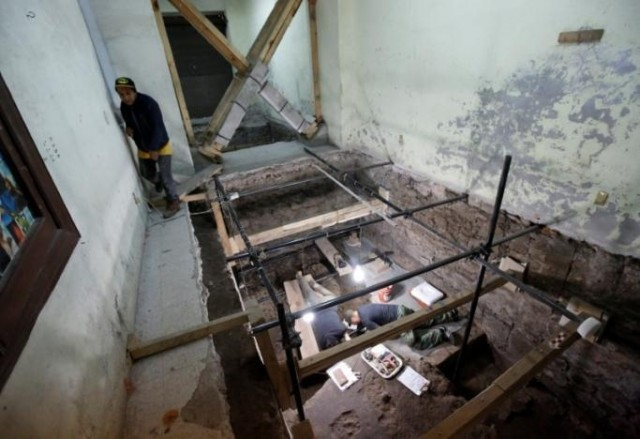 В Мехико откопали подземную вышку из 650 человеческих черепов в мире, интересно, люди, мехико, находка, раскопки, черепа