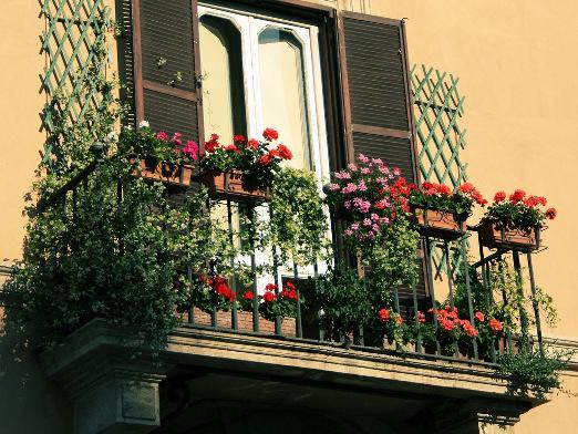 Как украсить балкон?