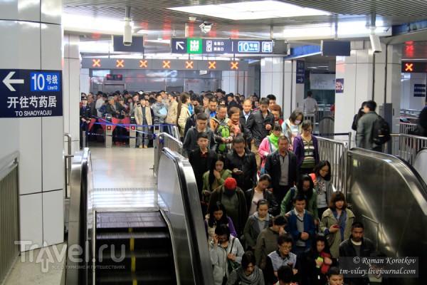 Вот как относятся к инвалидам в китайском метро!