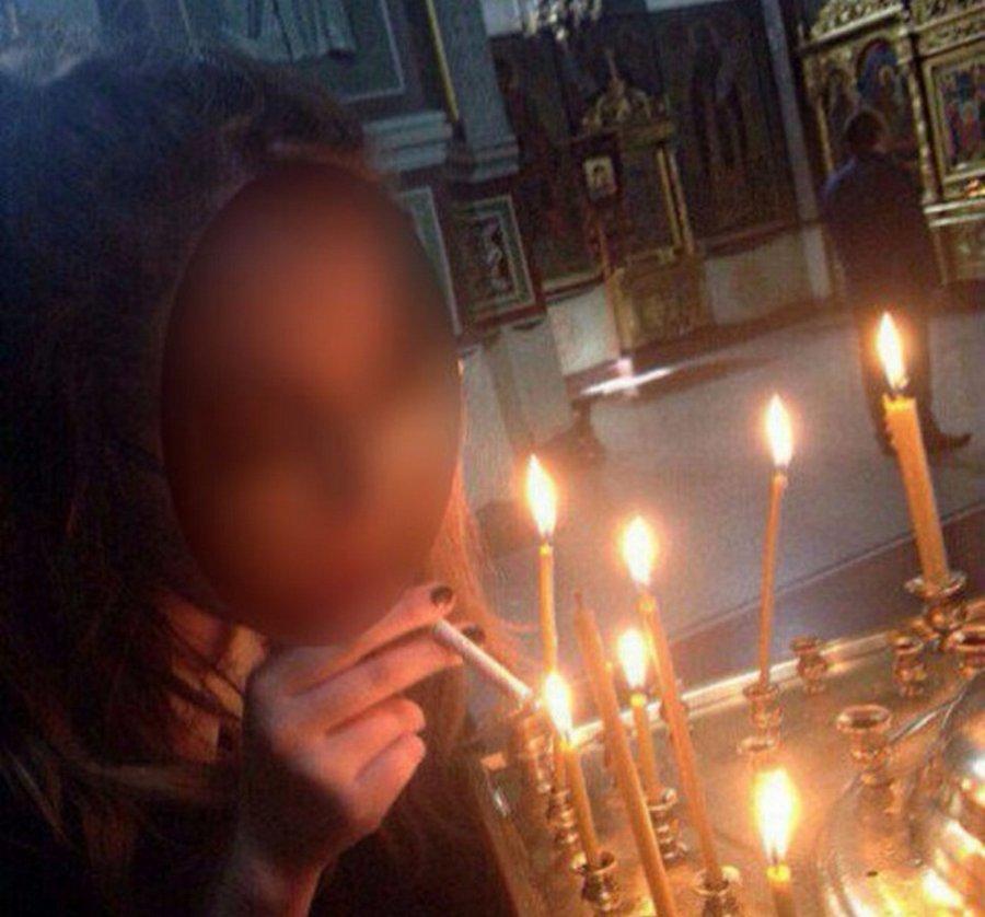 Жительница города Кемерово прикурила сигарету от свечи в храме