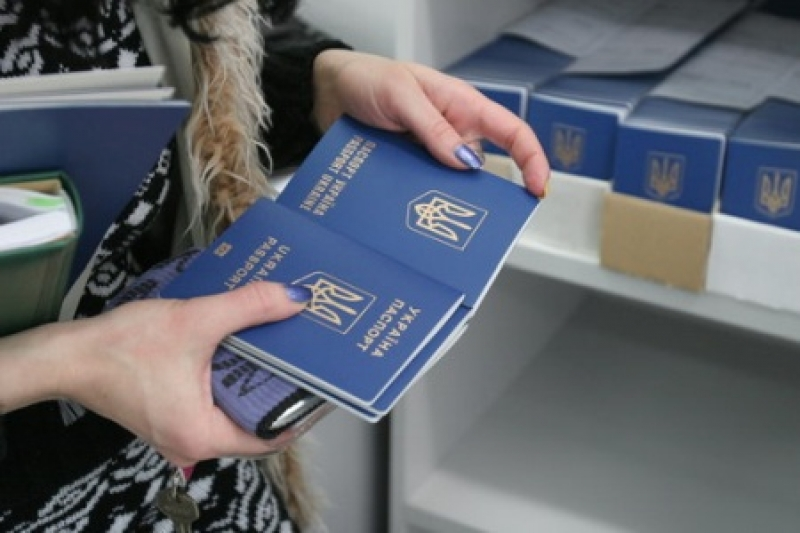 Безвизовый крах: менее трети украинцев испытывают нужду в шенгене, а путешествовать в ЕС поехали обладатели мультивиз
