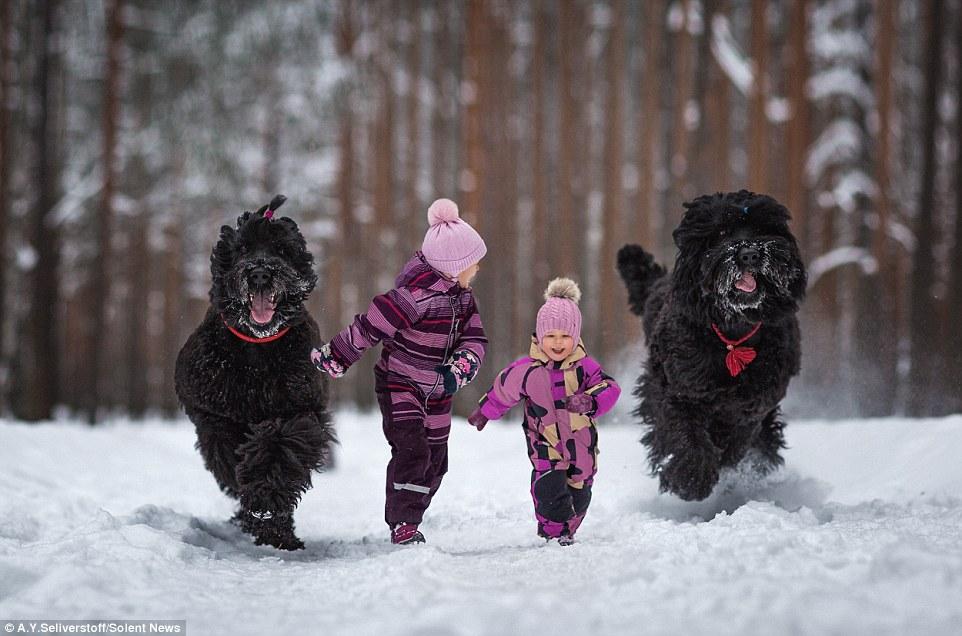 Дети Санкт-Петербурга и их огромные четвероногие друзья