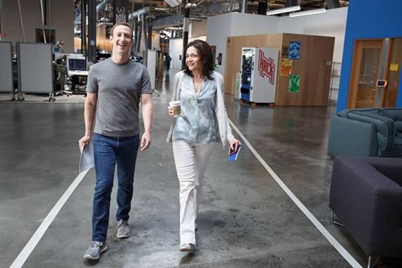 Новый скандал в Facebook: помощница Цукерберга лично заказывает «чернуху» на неугодных