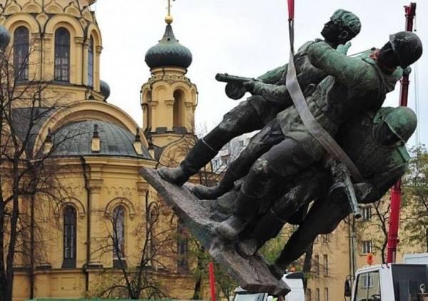 """""""Поляки хотят очистить себя и от холокоста, и от преступного уничтожения наших военнопленных"""""""