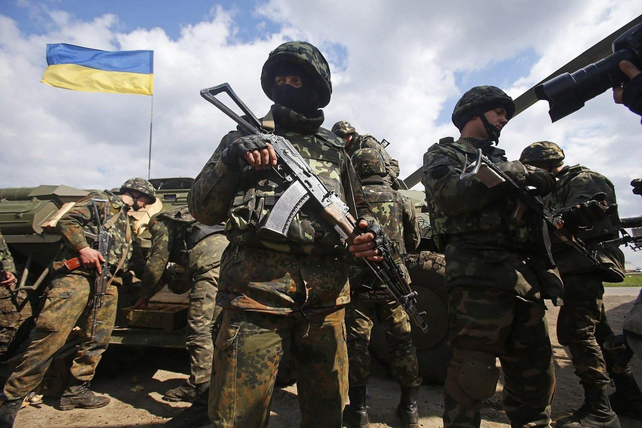 ВСУ открыли огонь по пригороду Горловки, обстрел продолжается