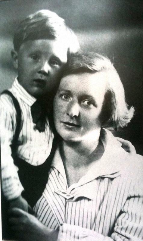 1106 Илья Глазунов с мамой Ольгой Константиновной.jpg