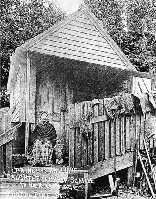 Открытка с изображением принцессы Анджелины и ее домика, фотограф Эдвард Кертис.