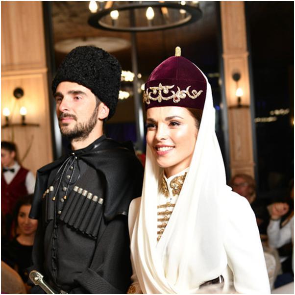 В сети появились фотографии со свадьбы Сати Казановой и Стефано Тиоццо. Поздравляем новобрачных!