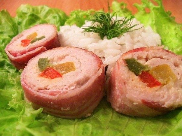 Мясо индейки с восхитительным сочетанием вкусов сыра, бекона и болгарского перца. Отличный вариант к празднику!