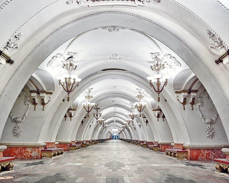 Фотограф показал всю роскошь российских станций метро