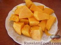 Фото приготовления рецепта: Сладкий тыквенный крем-суп с корицей - шаг №2