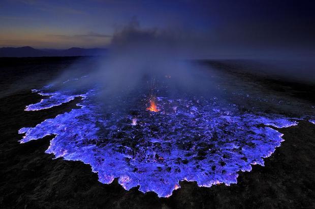 natgeo-blue-flames-grunewald-75879-990x742-cb1390850757